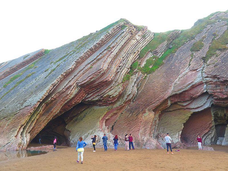 Flysch - Geoparque de la Costa Vasca - Entrada cueva