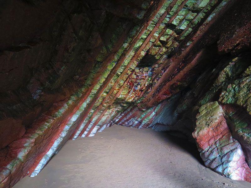 Flysch - Geoparque de la Costa Vasca - Interior de una cavidad