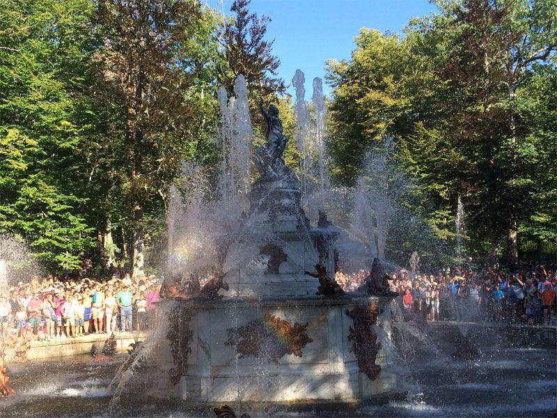 Fuente de Las Ranas encendida - Las fuentes de La Granja