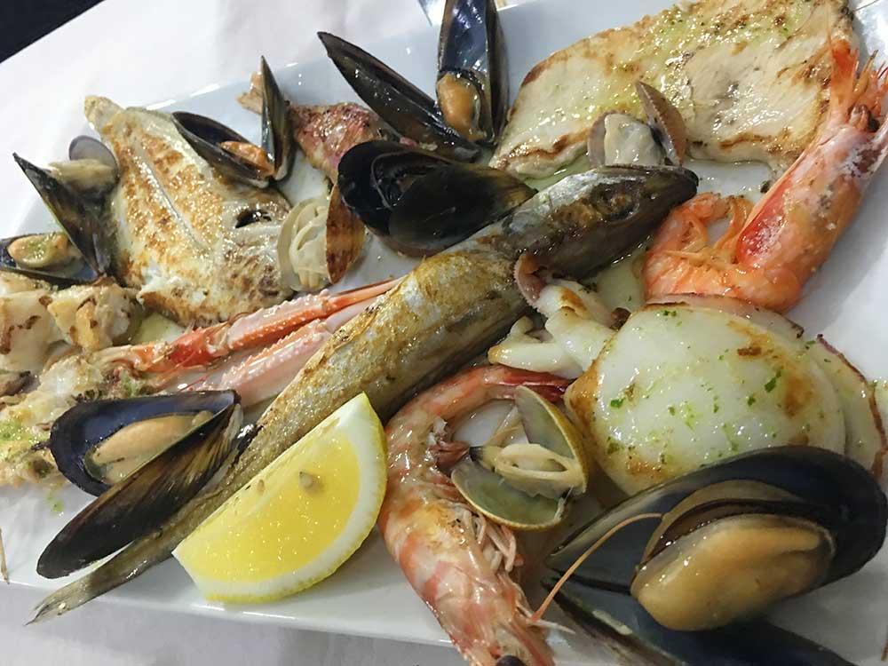 Parrillada de pescado del restaurante Roca mar