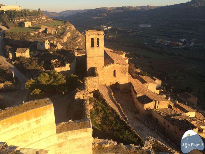Vista panorámica de la iglesia de Santa María en Guimerà