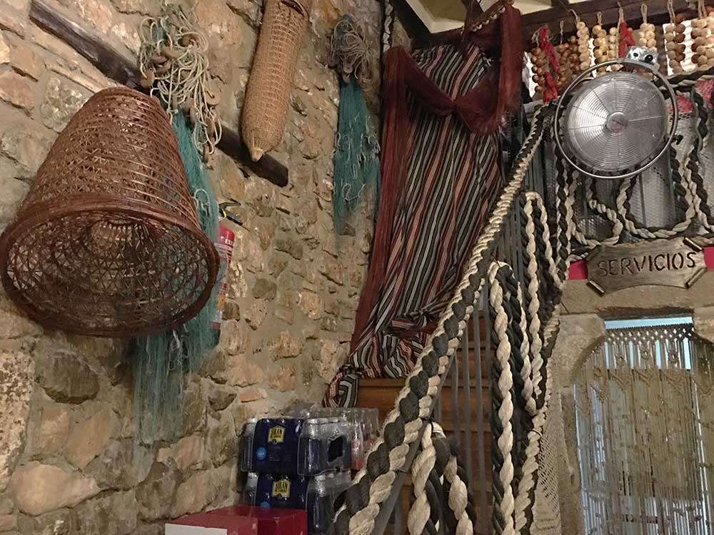 Interior de la Taberna El Anfora