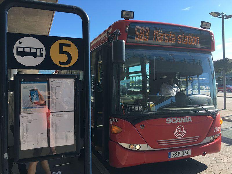 Cómo ir del aeropuerto de Arlanda al centro de Estocolmo - Transporte público - Andén 5 del aeropuerto de Arlanda