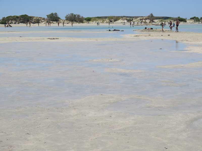 Playa de Elafonisi - Istmo de agua por el que acceder andando desde Creta hasta la Reserva Natural de Lafonisi
