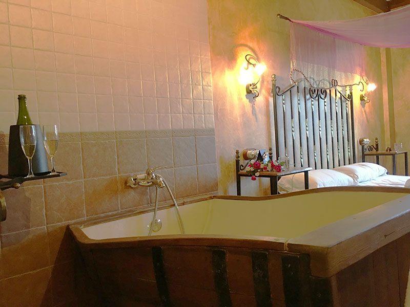 Kinedomus - Hotel SPA Aranda del Duero - Burgos - Bañera tonel