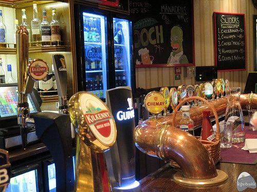 De tapas y bares en Kiruna - Variedad de cervezas en el Bishops Arms