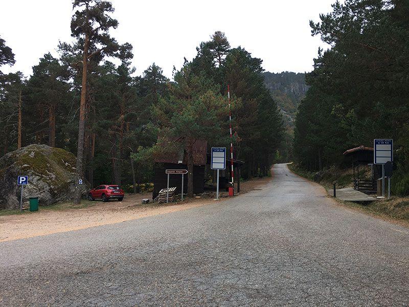 La Laguna Negra - Soria - Comienzo de la carretera que une los parkings