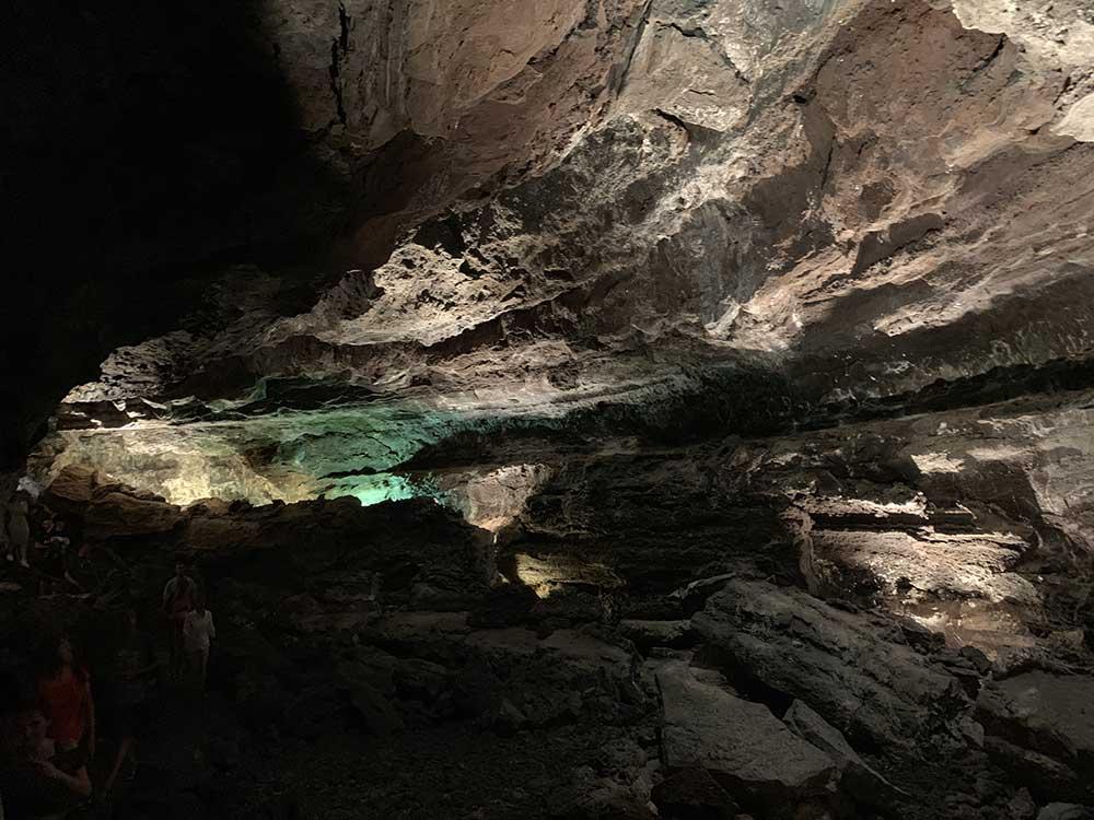 Cueva de los Verdes iluminada