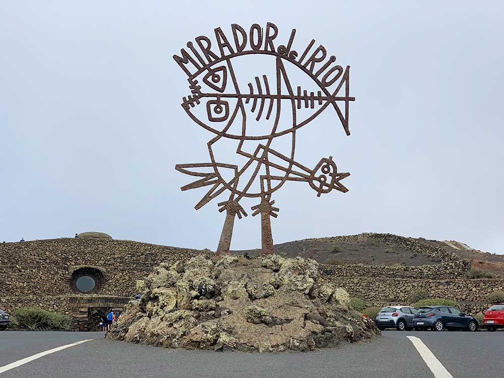 Escultura con el emblema del Mirador del Río