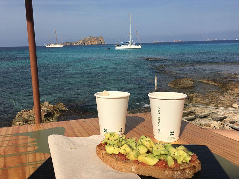 Las mejores playas y calas de Ibiza - Desayuno en Cala Escondida
