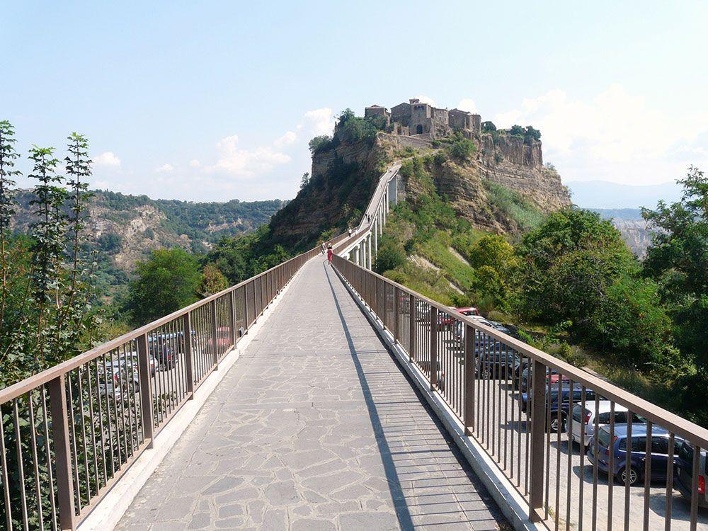 Puente para llegar a lo Civita di Bagnoregio