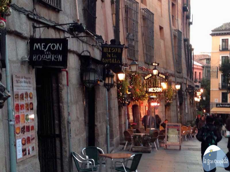 Madrid en Navidad. Mesones en la calle Mesones de Madrid