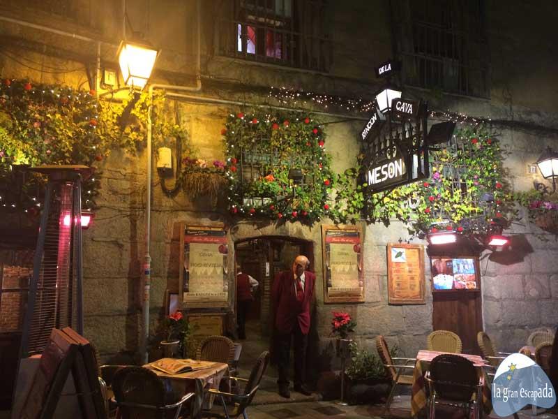Madrid en Navidad. Fachada del mesón de La Cava