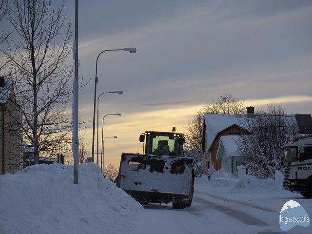 Máquina quitando nieve en Kiruna