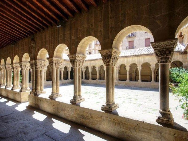 """Claustro romano del Monasterio de San Pedro """"El Viejo"""""""