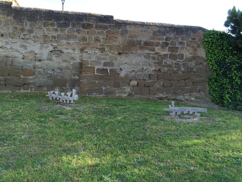 Detalles decorativos en la muralla de Huesca