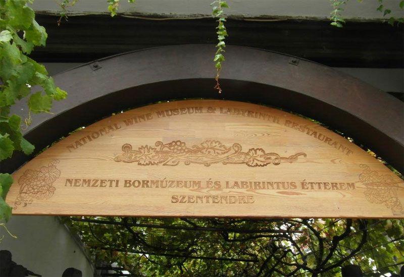 Entrada al Museo del Vino y restaurante Laberintus