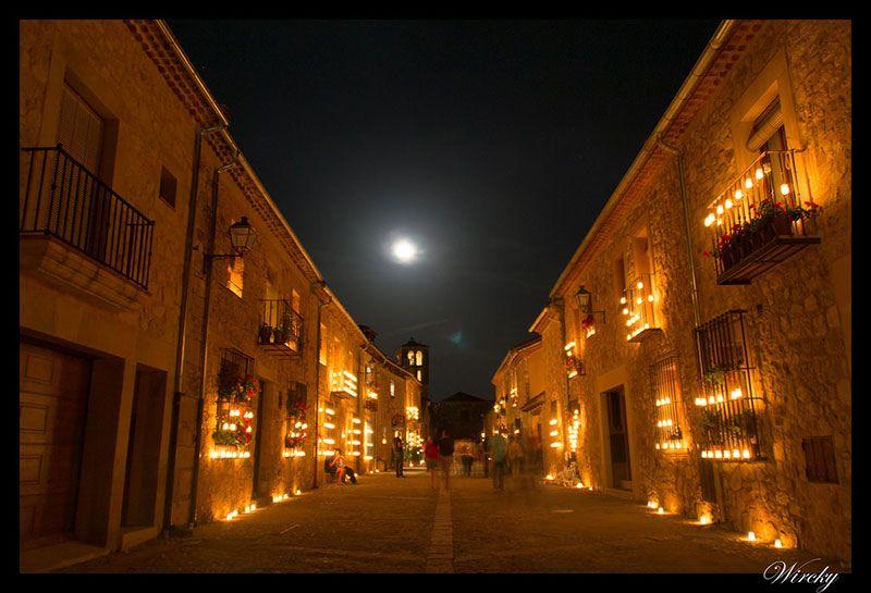 Pedraza iluminada en La Noche de las Velas (Foto de Wircky.com)
