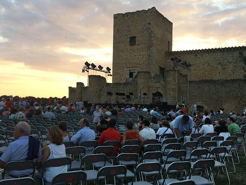 Noche de las Velas de Pedraza - Explanada del castillo
