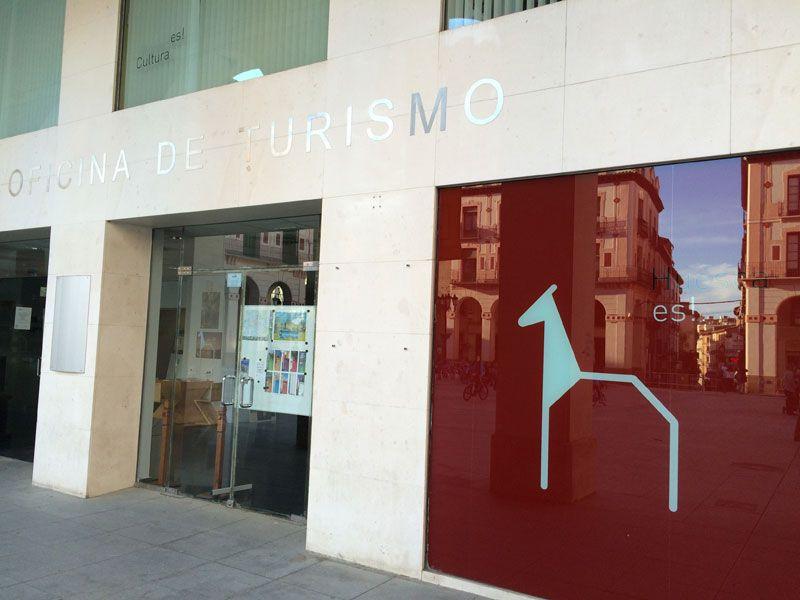 Oficina de Turismo de Huesca en la Plaza Luis López Allué