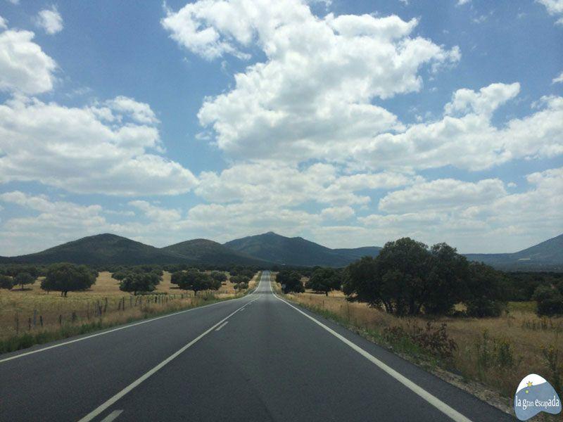 Paisaje en la ruta hacia el Parque Nacional de Cabañeros