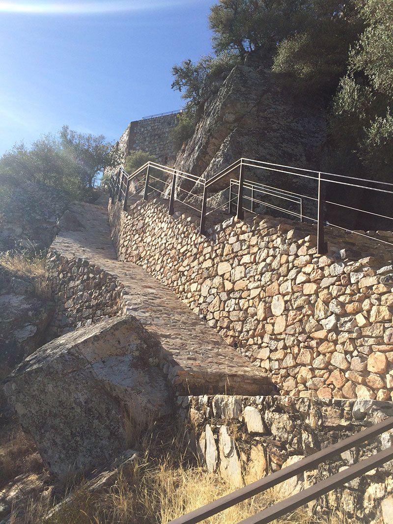 Parque Nacional de Monfragüe - Escaleras para subir al Castillo de Monfragüe