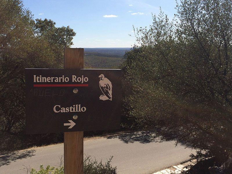 Parque Nacional de Monfragüe - Señalización del Castillo de Monfragüe del Itinerario Rojo