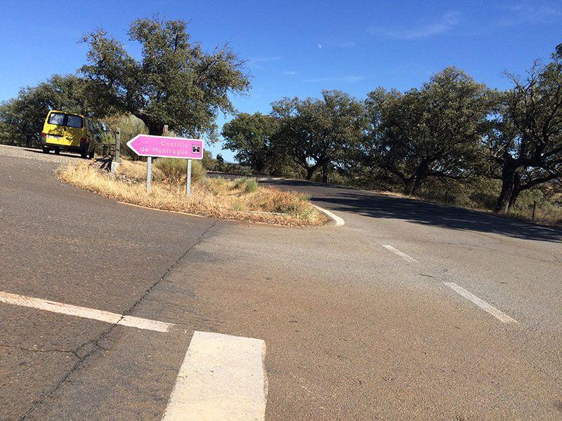 Parque Nacional de Monfragüe - Señal para subir al Castillo en coche