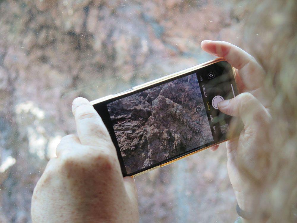 Foto al móvil mientras se hace una foto
