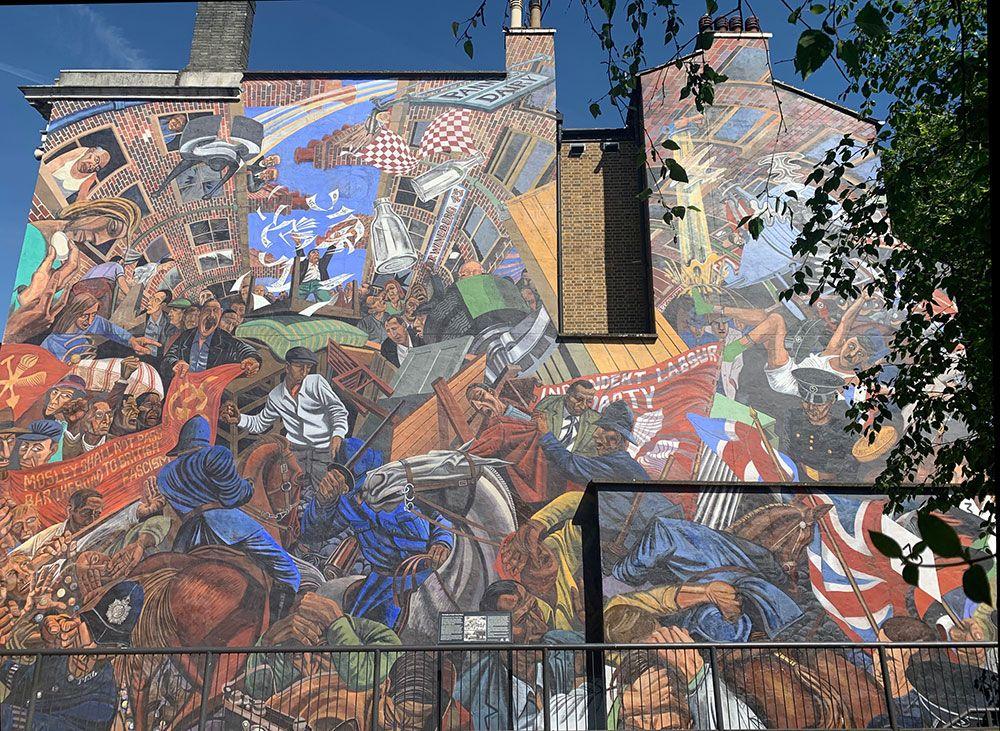 Planes diferentes en Londres - Cable Street Mural