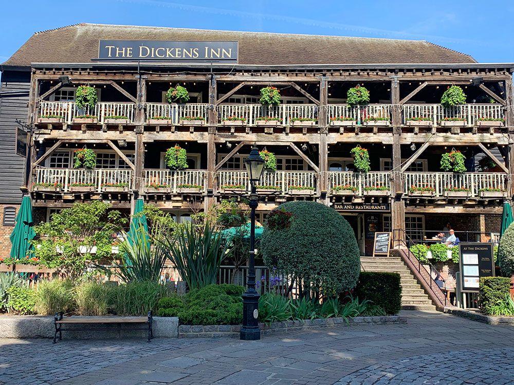 Pub The Dickens Inn
