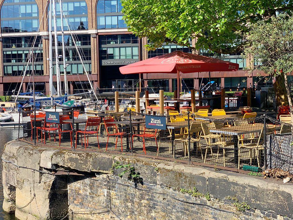 Terraza en St. Katharine Docks