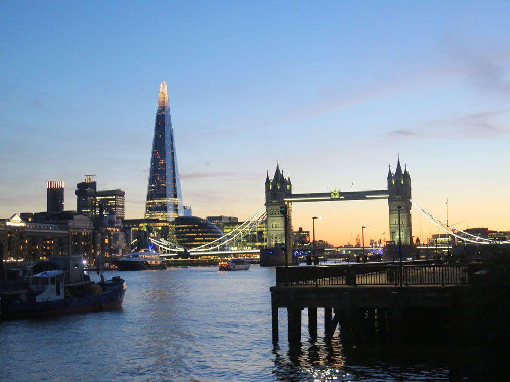 Planes diferentes en Londres - The Shard y la Tower Bridge de noche