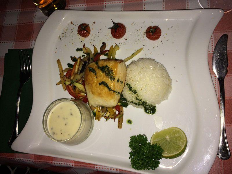 Plato de pescado del restaurante Vén Hajó de Budapest