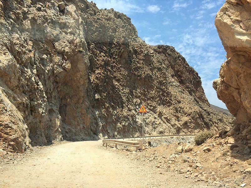 Playa de Balos. Extrechamiento de la carretera.