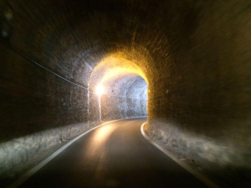 Túnel de un sólo sentido para ir a la playa de Elafonisi