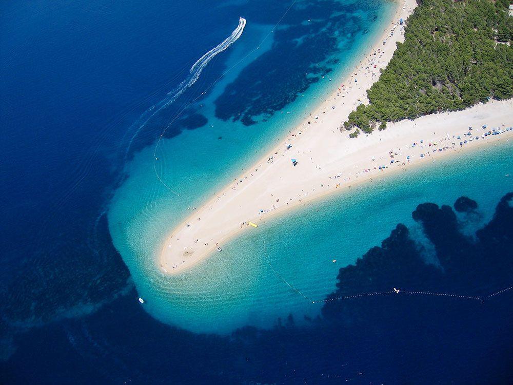 Panorámica de la playa de Zlatni Rat