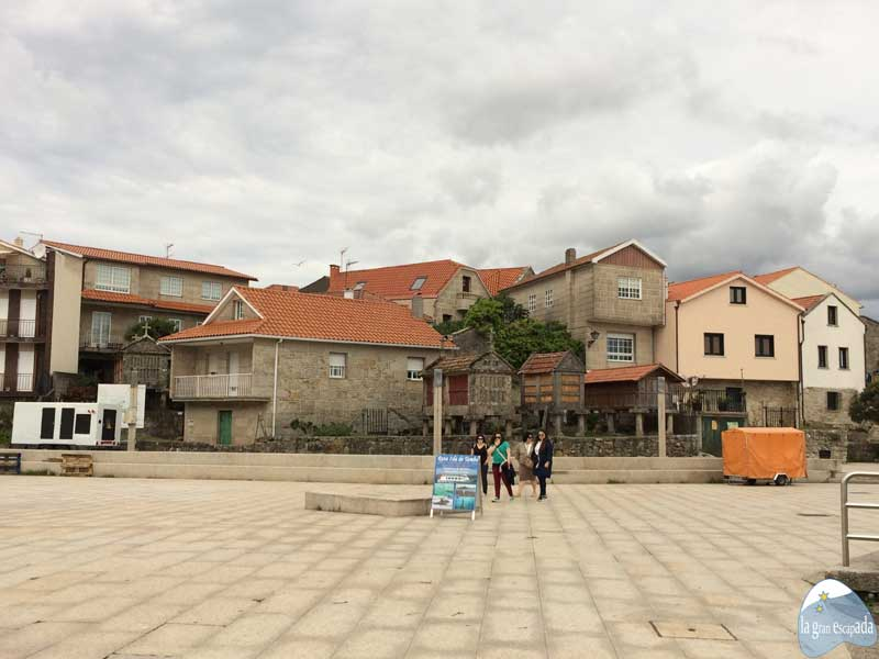 Que ver en Combarro - Plaza Peirao da Chousa de Combarro
