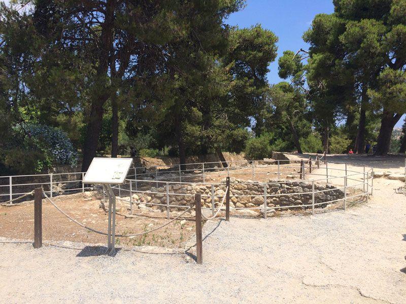 Palacio de Knossos - Pozos en la entrada del Palacio de Knossos