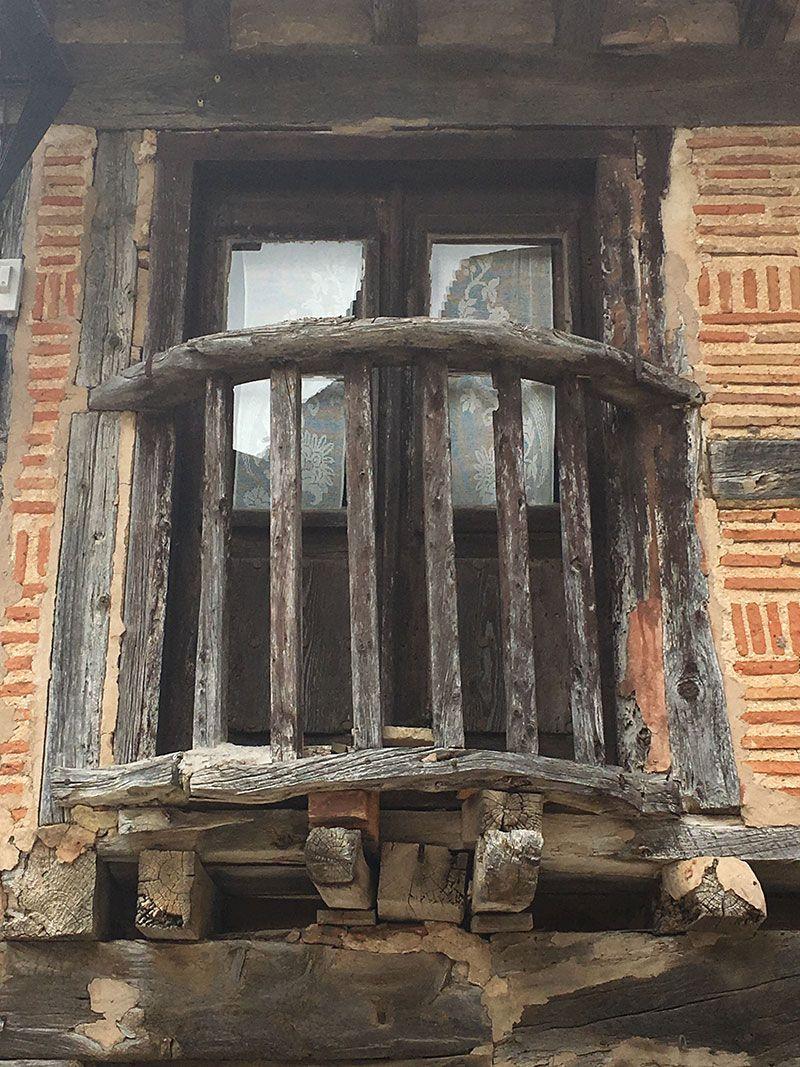 Pueblo medieval de Calatañazor - Soria - Balconcito de madera