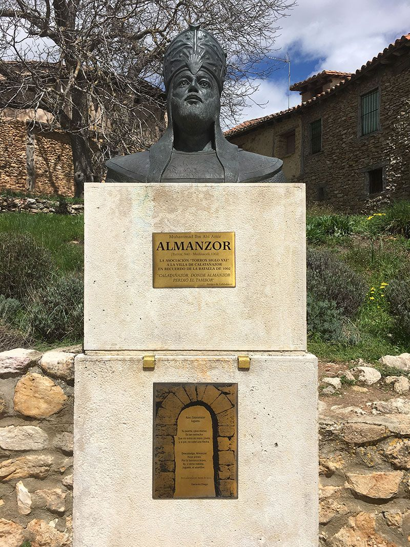 Pueblo medieval de Calatañazor - Soria - Busto de Almanzor
