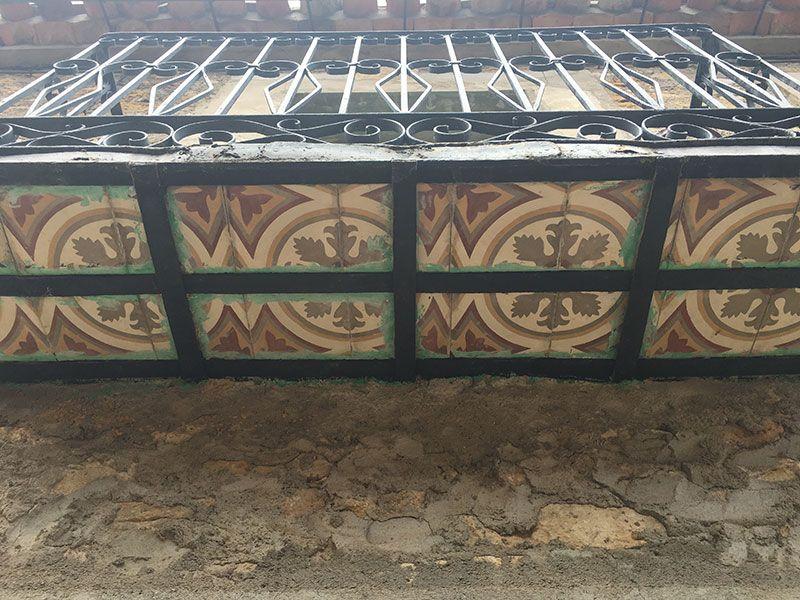 Pueblo medieval de Calatañazor - Soria - Azulejo en el balconcito de una ventana