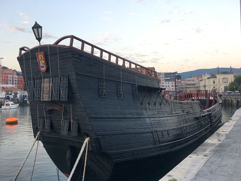 Los pueblos más bonitos de la Costa Vasca - Bermeo - Réplica del ballenero