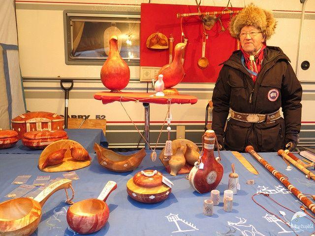 Puesto de artesanía mercado de invierno de Jokkmokk