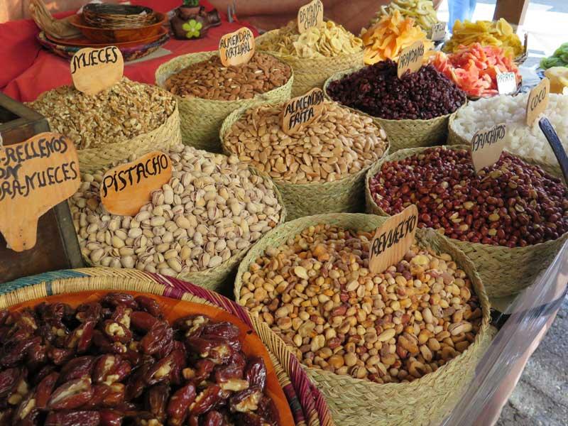 Puesto de frutos secos en el Mercado Medieval de Alcalá de Henares