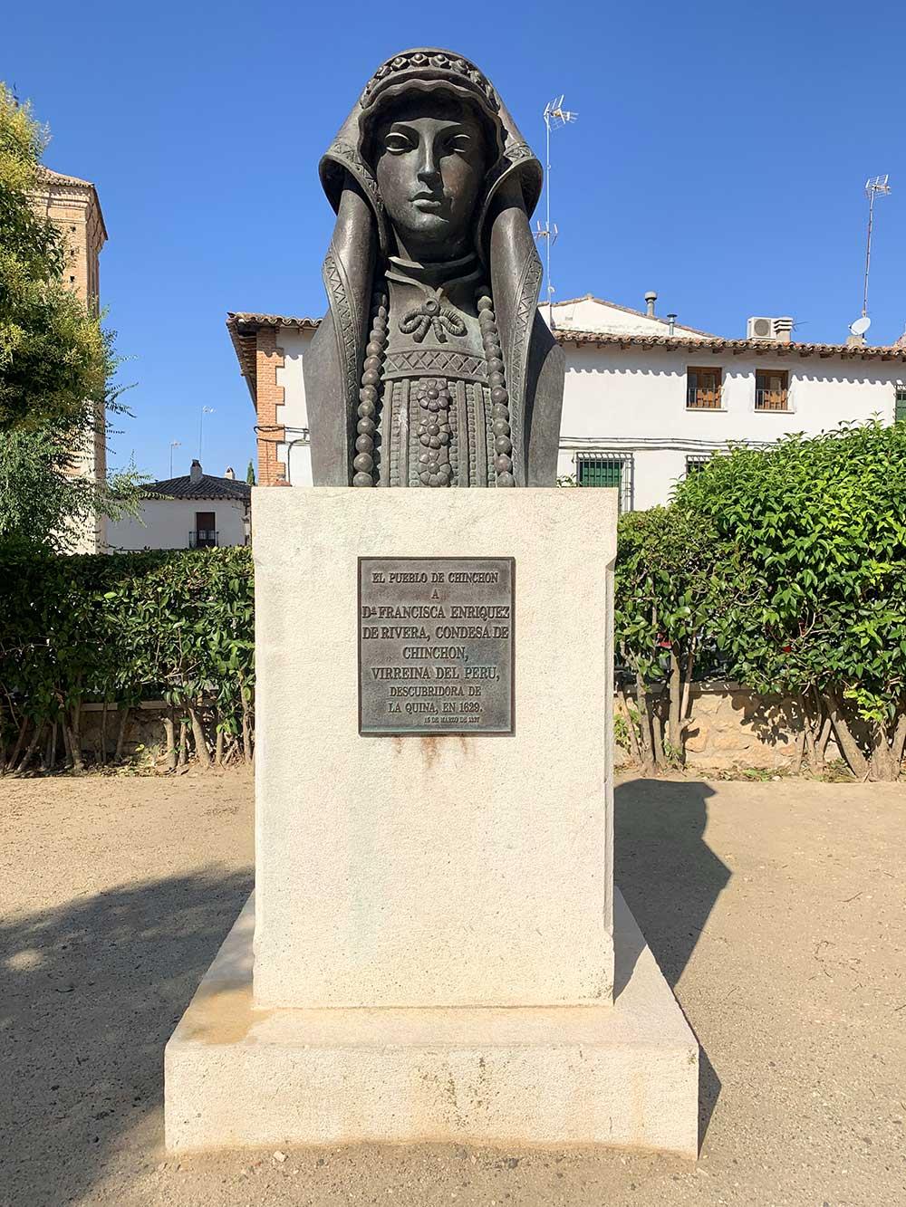 Qué ver en Chinchón - Estatua homenaje a la Virreina