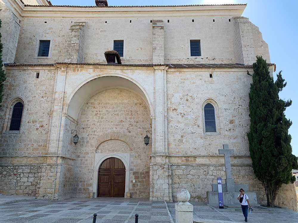 Entrada de la Iglesia Nuestra Señora de la Asunción