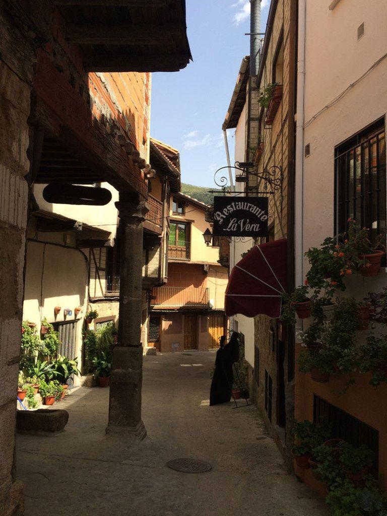 Qué ver en Garganta La Olla - Calle del casco antiguo
