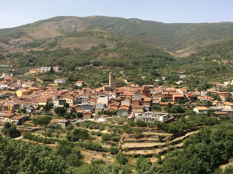 Qué ver en Garganta La Olla - Vistas del pueblo desde el mirador