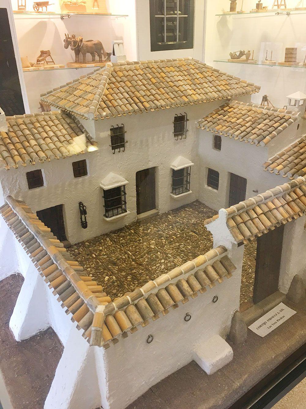 Qué ver en Iznájar - Miniatura de un cortijo